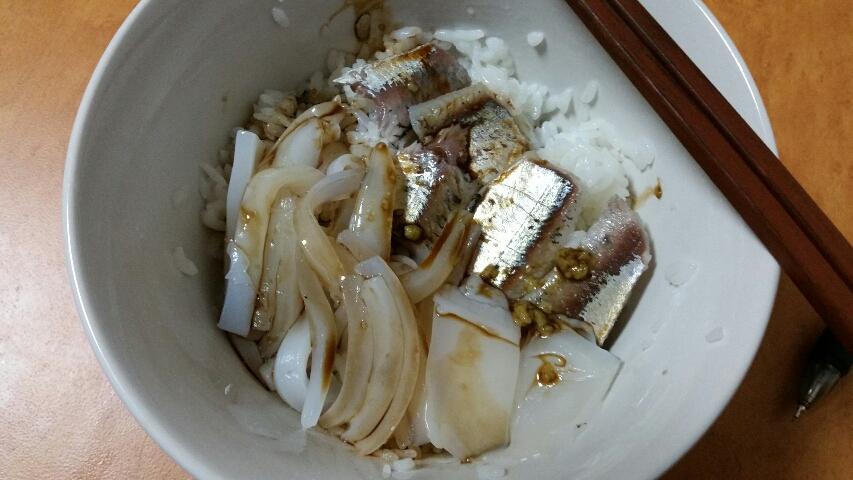 アオリイカとサッパの海鮮丼