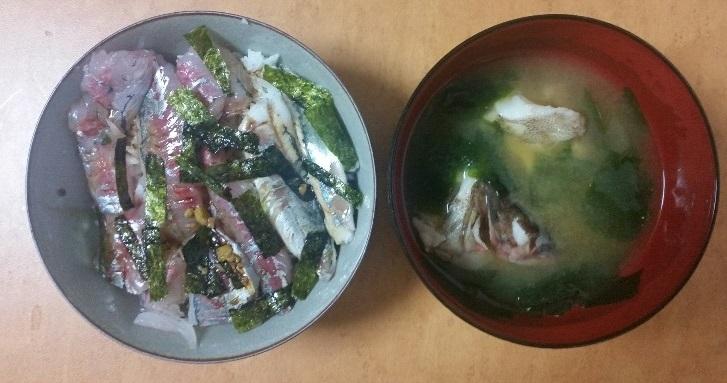 料理 鯵、サバ丼 カサゴの味噌汁